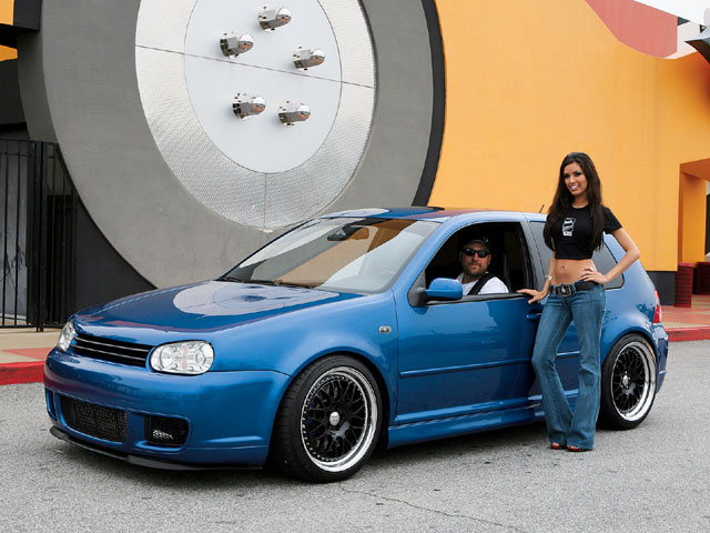 Volkswagen iv r32 (1:18, customized)